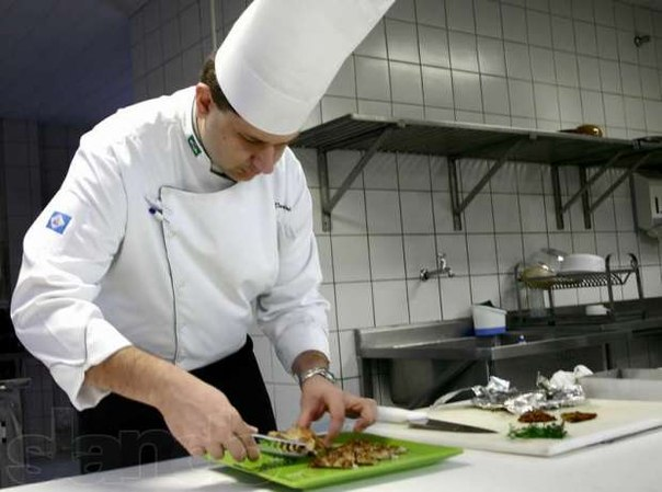 поваром или помошником повара